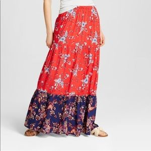 Maxi skirt with great summer color